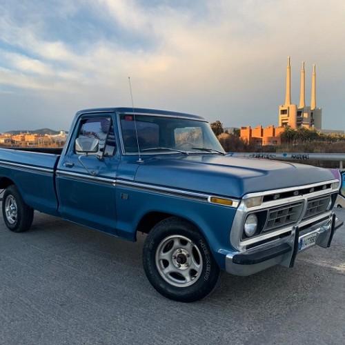 p0014 alquiler pickup americana clasica ford f100 azul vehículos de escena publicidad cine películas