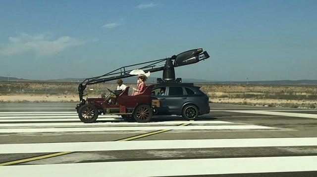 tyreation alquiler coche clasico bmw isetta russian arm anuncio toyota corolla  vehiculos de escena cine publicidad 1