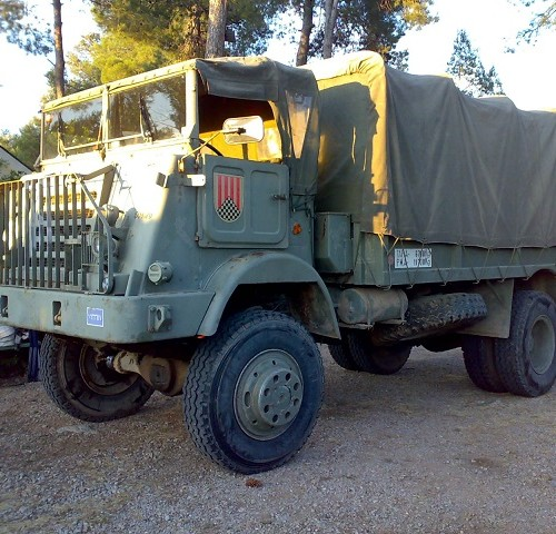 p0013 alquiler camión militar pegaso verde