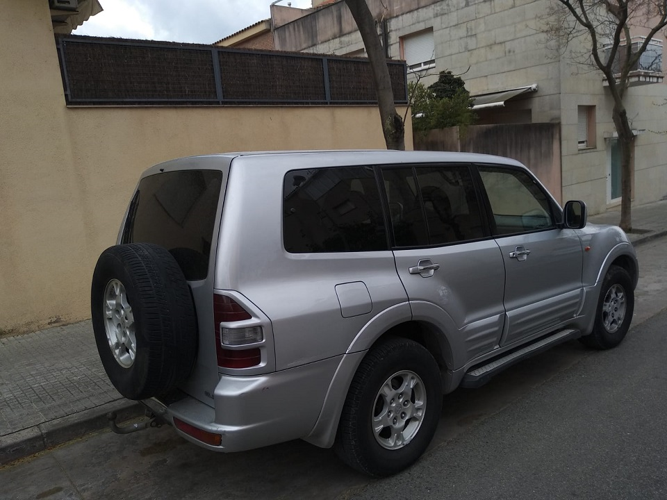 P0001 Alquiler Mitsubishi Montero plata trasero