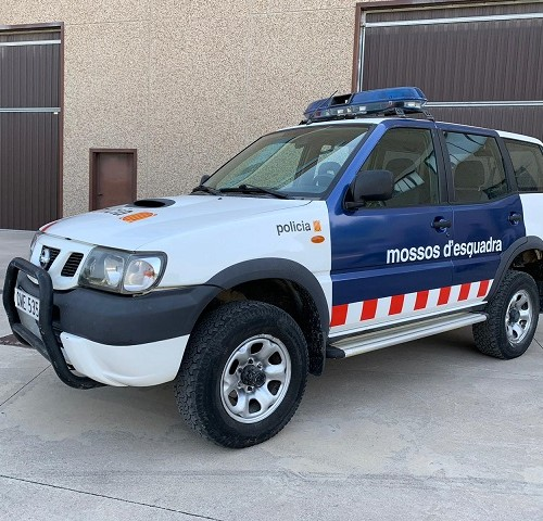 P0013 Alquiler Nissan Terrano de los mossos de esquadra para anuncios series y peliculas de cine coche policia guardia civil tyreaction 1