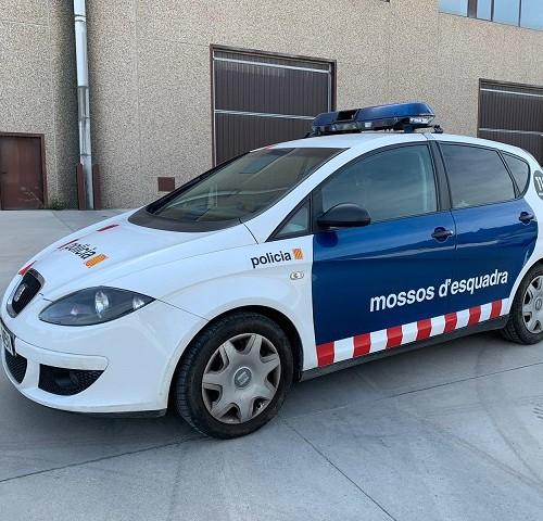 p0014 alquiler coches de policía autonómica mossos esquadra para películas de cine series vehículos de escena seat altea bmw nissan terrano tyreaction barcelona rental police cars 1