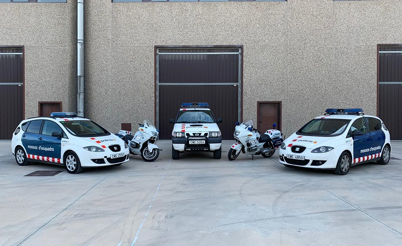 p0014 alquiler coches de policía autonómica mossos esquadra para películas de cine series vehículos de escena seat altea bmw nissan terrano tyreaction barcelona rental police cars