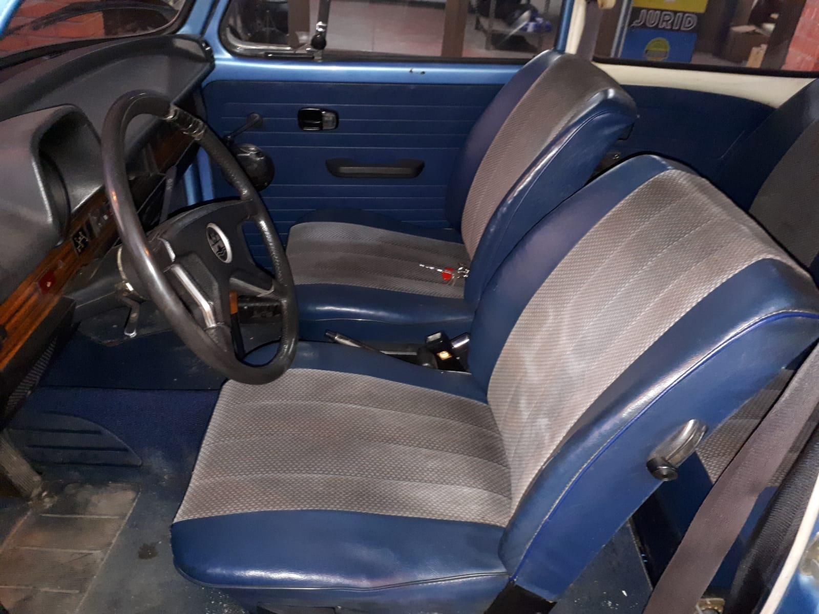 10739 Alquiler Volkswagen Beetle escarabajo Azul interior