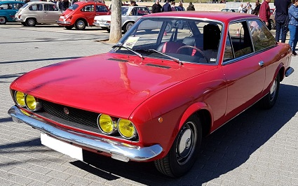 10743 Alquiler FIAT 124 Sport rojo frontal lateral