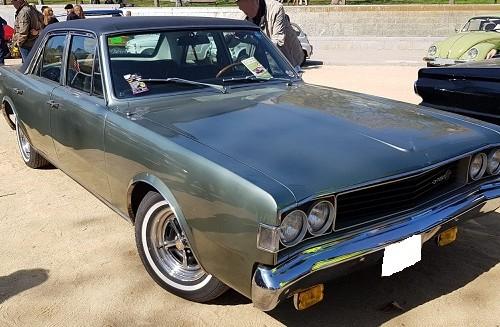10746 Alquiler Dodge Dart verde