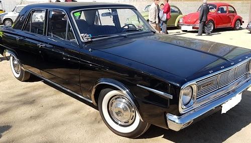 10746.1 Alquilere Dodge Dart negro