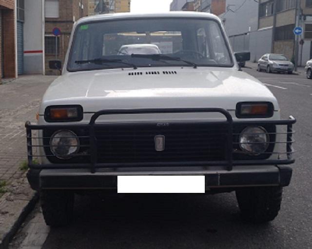 10747 Alquiler Lada Niva blanco crema frontal