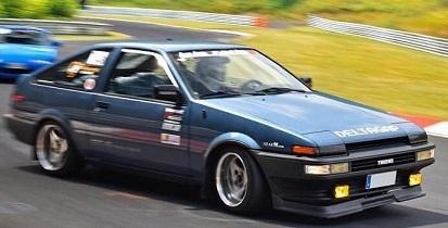 10751.1 alquiler Toyota Corolla AE86 azul año 1986 frontal