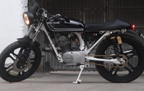 10756 alquiler Honda CB 125cc CAFE RACER negra