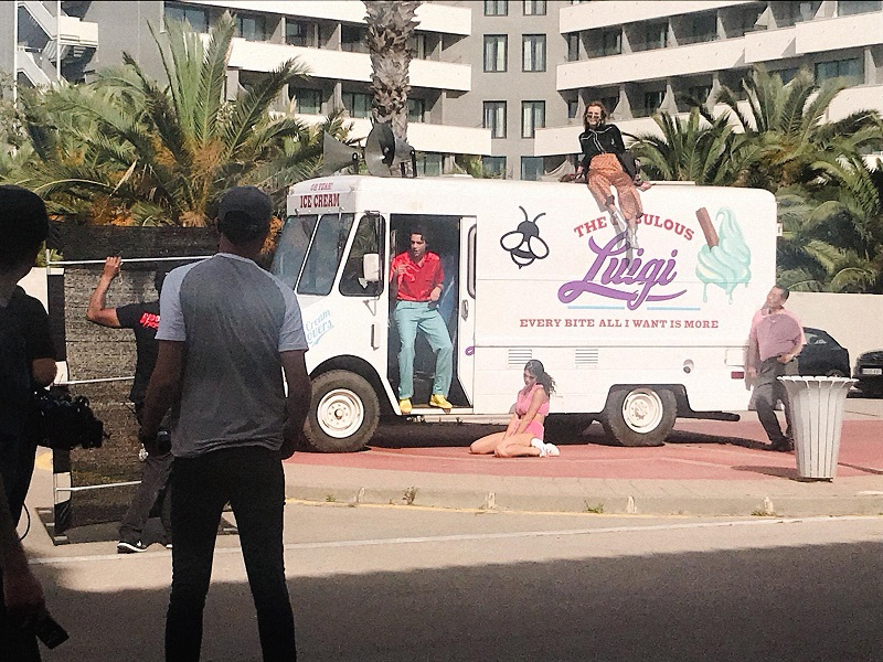 tyreaction alquiler foodtruck heladeria icecream videoclip mika chevrolet stepvan #icecream #icecreamvideo #mikainstagram vehiculos de escena picture vehicles rent furgon 4