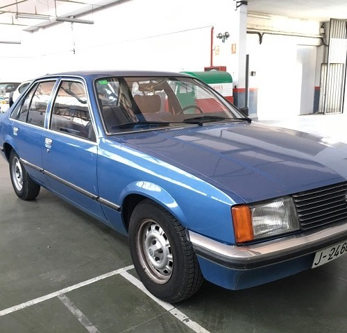 p0014 alquiler coche clasico opel rekord berlina seda azul front