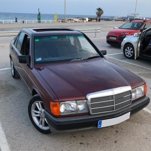 10561 Mercedes190 1988 granate