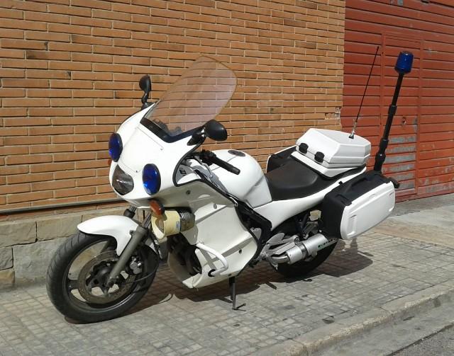 P0192 alquiler moto policía tyreaction front blanc