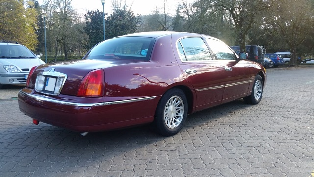 alquiler lincoln continental americano berlina lujo vehiculos de escena granate tyreaction bodas