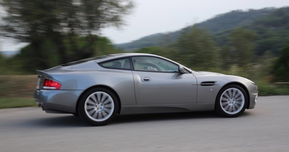 p0103 Alquiler Aston Martin Vanquish V12 de 2001 vehículos de escena tyreaction