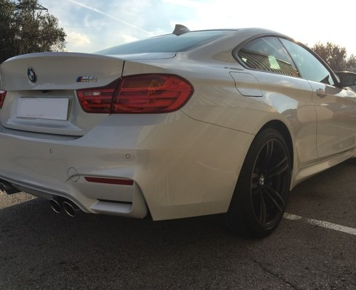 p0103 Alquiler BMW M4 Coupé 2018 blanco vehículos de escena tyreaction