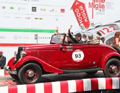 p0103 Alquiler Ford V8 histórico 1933 vehiculos de escena barcelona rojo