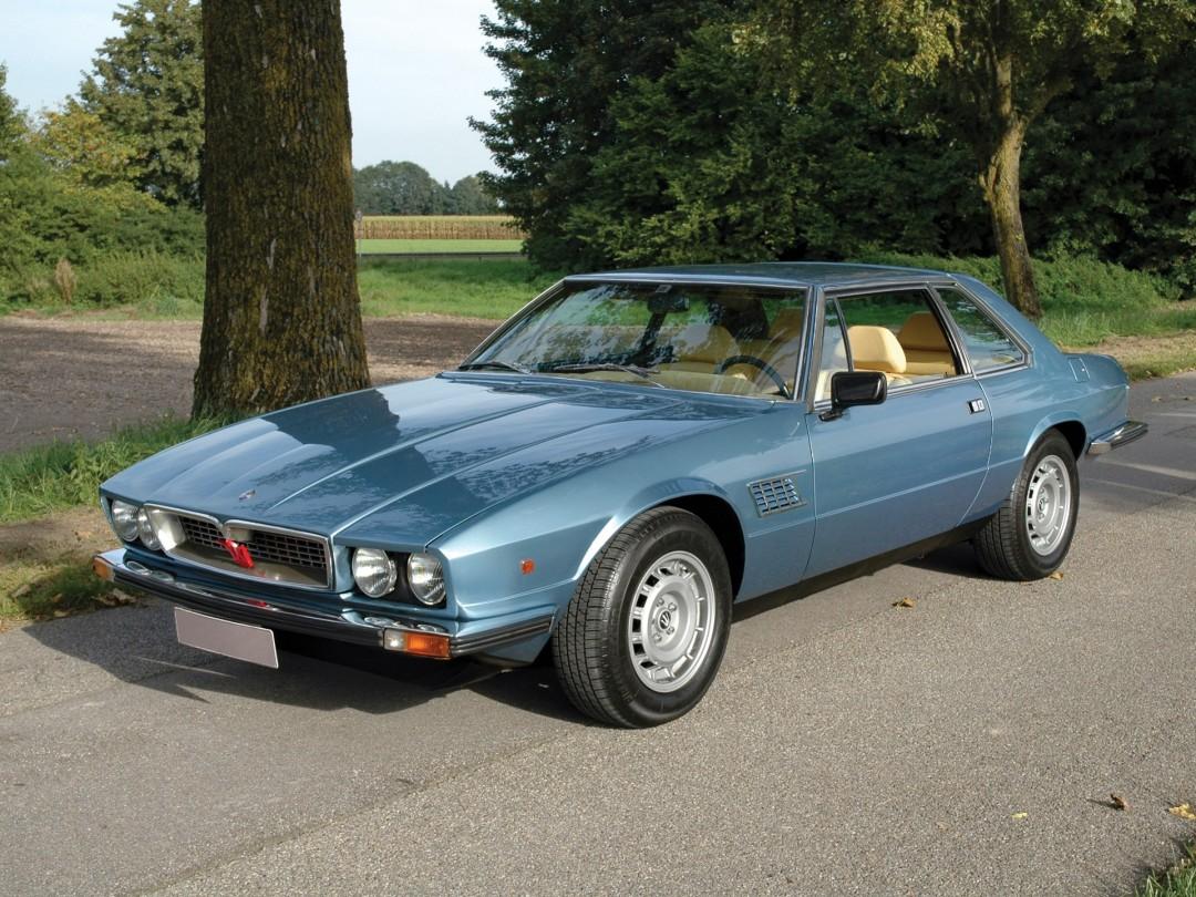 p0103 Alquiler Maserati Kyalami 4.9 de 1978 azul vehículos de escena tyreaction