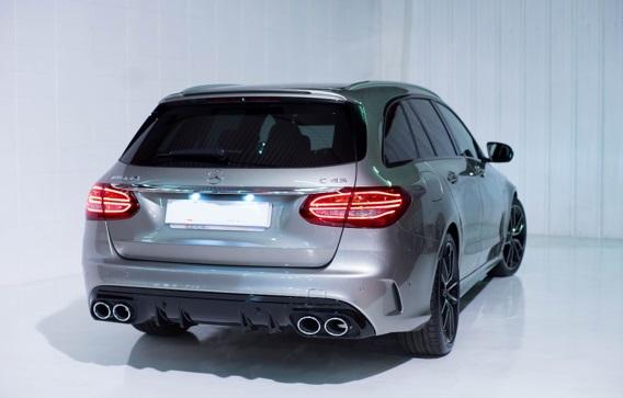 p0103 Alquiler Mercedes-Benz C43 AMG plata vehículos de escena tyreaction