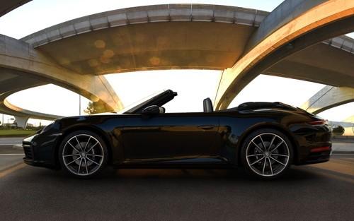 p0103 Alquiler Porsche 911 991 Carrera Cabrio negro vehículos de escena tyreaction