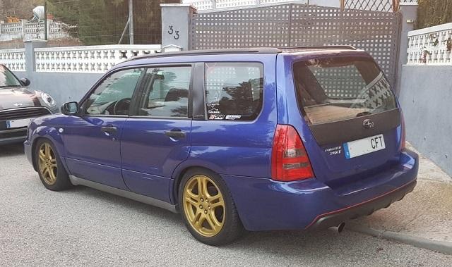 00001 Subaru Forester azul lila tras