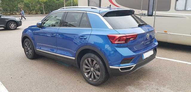 0001 alquiler volkswagen t-roc vehículos de escena tyreaction azul tras