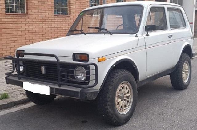 10747 Lada-Niva-blanco-crema-lateral
