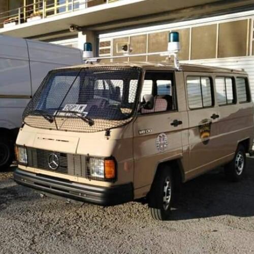 P0192 alquiler Mercedes furgón policía nacional grises clasico marrón