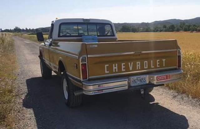 10771 alquiler cehvrolet pickup clasica americana amarillo tras