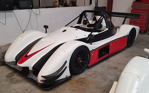 p0161 alquiler barqueta radical competicion carreras blanco rojo front tyreaction vehículos de escena picture vehicles spain