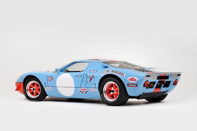 p0161 alquiler ford gt 40 edición GULF competicion carreras azul tras tyreaction vehículos de escena rent picture vehicles spain