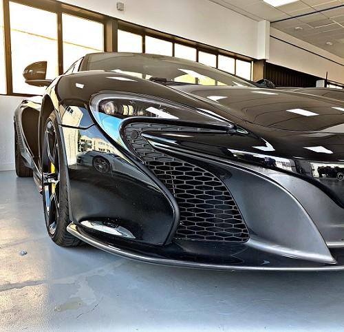 PM012 Alquiler McLaren 600LT frontal negro Madrid