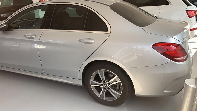 PM012 Alquiler Mercedes C350 lateral plata Madrid
