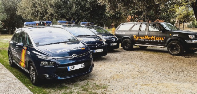 Alquiler coche policía nacional cnp c4 picasso 2