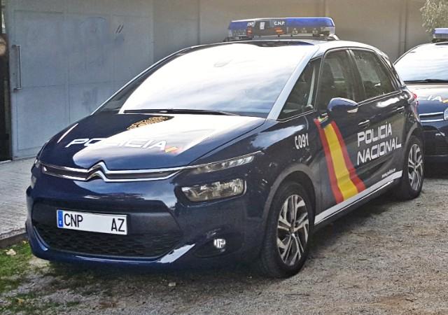 Alquiler coche policía nacional cnp citroen c4 picasso barcelona madrid vehículos de escena tyreaction
