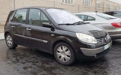 PM012 alquiler coche figuración Madrid Renault Scenic Tyreaction negro tras vehículos de escena front