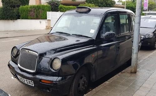 p0014 alquiler taxi ingles londres london negro volante derecha tyreaction vehiculos de escena en barcelona madrid front