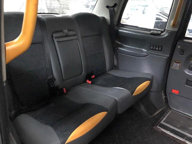 p0014 alquiler taxi ingles londres london negro volante derecha tyreaction vehiculos de escena en barcelona madrid int
