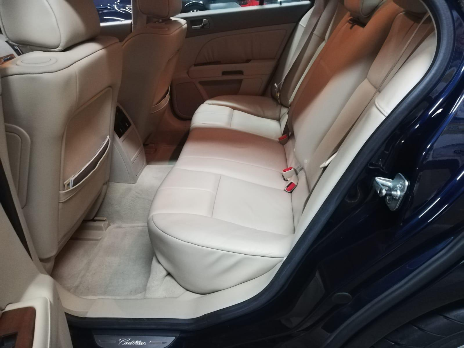 10777 Alquiler Cadillac CTS azul interior 2