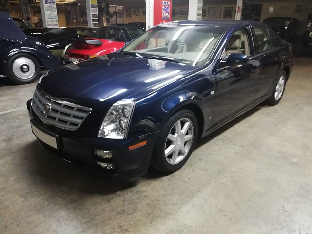 10777 Alquiler Cadillac CTS azul