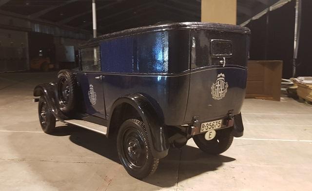 P0035 Alquiler coche de policia de epoca clasico 1920 1926 Renault KZ tyreaction vehículos de escena películas azul tras