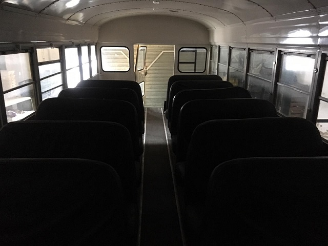 PA005 Alquiler School Bus Tyreaction Interior 4