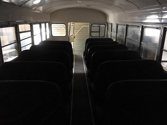 PA005 Alquiler School Bus Tyreaction Interior 4