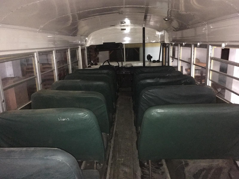 PA005 Alquiler School Bus Tyreaction Interior