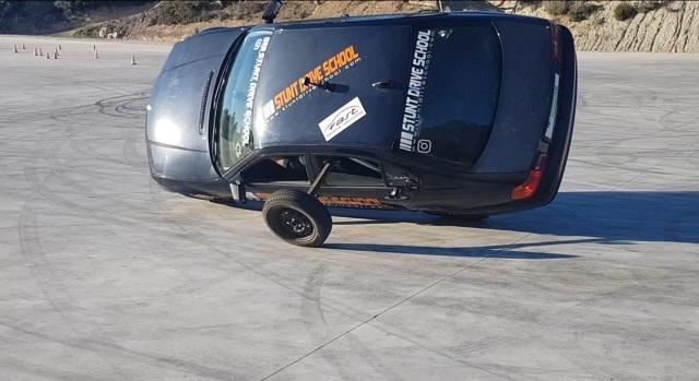 Stunt drive school programa vamos sobre ruedas, pedro de la rosa, antonio lobato, toni cuquerella, formula 1, movistar plus + previa coche a dos ruedas escuela especialistas cine 4