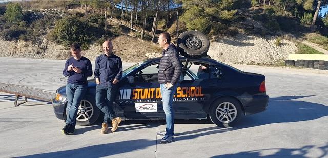 Stunt drive school programa vamos sobre ruedas, pedro de la rosa, antonio lobato, toni cuquerella, formula 1, movistar plus + previa coche a dos ruedas escuela especialistas cine 6