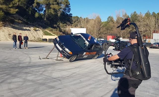 Stunt drive school programa vamos sobre ruedas, pedro de la rosa, antonio lobato, toni cuquerella, formula 1, movistar plus + previa coche a dos ruedas escuela especialistas cine 8