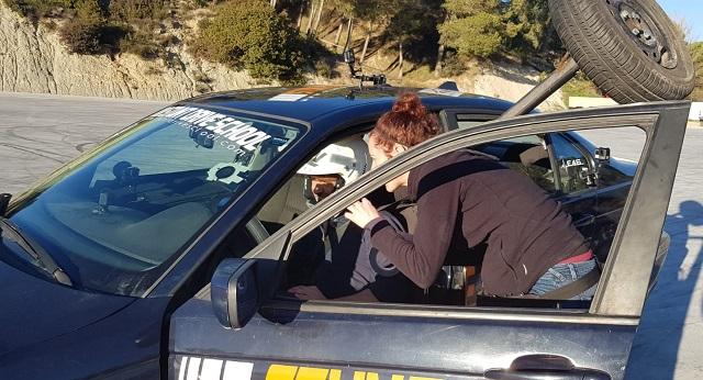 Stunt drive school programa vamos sobre ruedas, pedro de la rosa, antonio lobato, toni cuquerella, formula 1, movistar plus + previa coche a dos ruedas escuela especialistas cine 9
