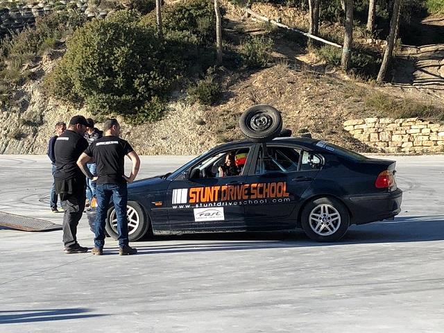Stunt drive school programa vamos sobre ruedas, pedro de la rosa, antonio lobato, toni cuquerella, formula 1, movistar plus + previa coche a dos ruedas escuela especialistas cine13